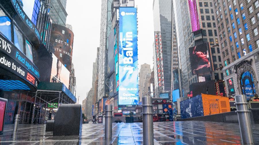 Times Square esvaziada em Nova York, nos EUA, durante a pandemia de coronavírus - Lev Radin/Pacific Press/LightRocket via Getty Images