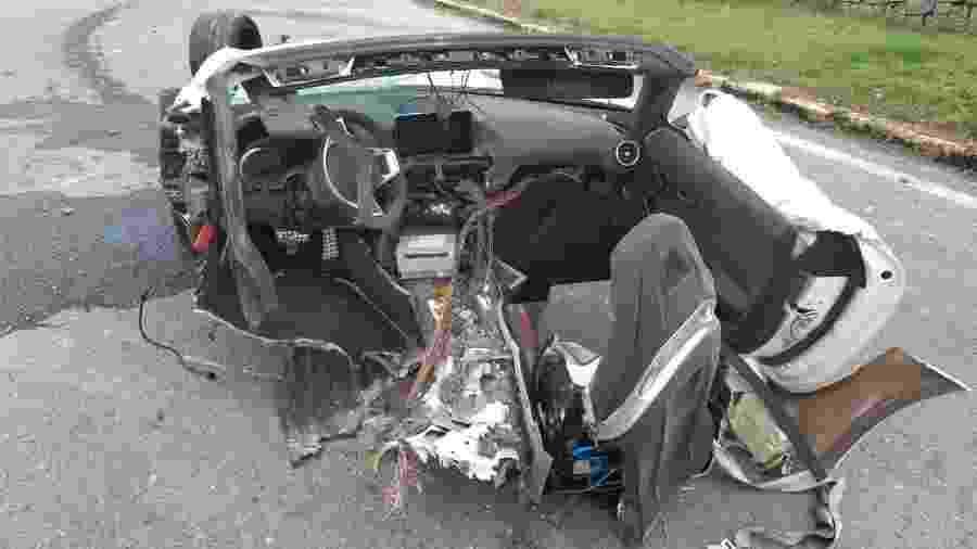 Veículo ficou dividido ao meio após acidente - Divulgação PRF