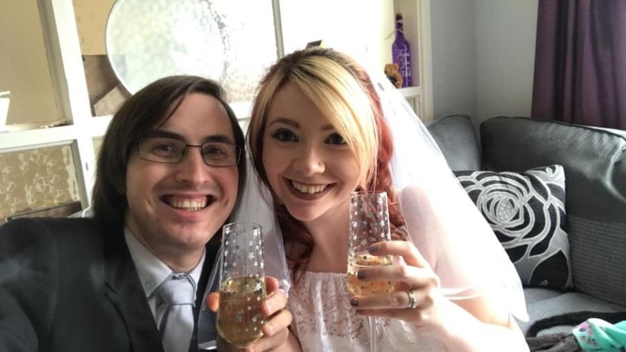 Jonty Williamson e Beth Deeley tentam se casar desde abril de 2020 - Reprodução/Facebook