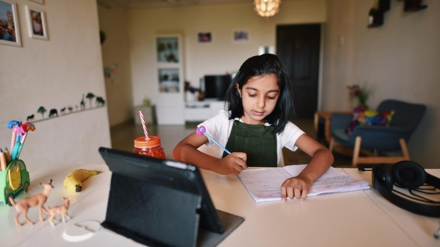 Em tempos de aulas online, equipamentos eletrônicos se tornaram ainda mais essenciais para estudantes - Getty Images