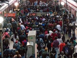 Trens da CPTM, na Luz, amanheceram lotados no 1º dia da fase de transição - Crédito: Roberto Costa / Estadão Conteúdo - Crédito: Roberto Costa / Estadão Conteúdo