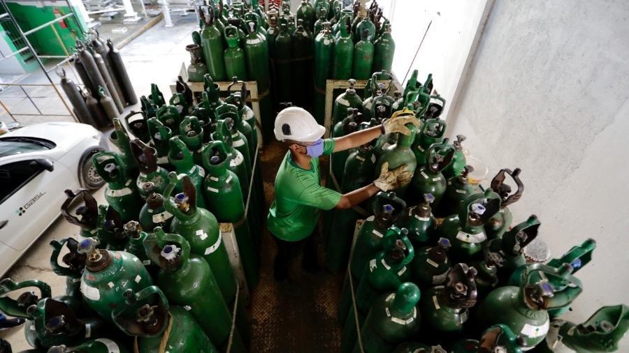 Central de oxigênio montada emergencialmente para o agreste de Pernambuco - Heudes Régis/SEI