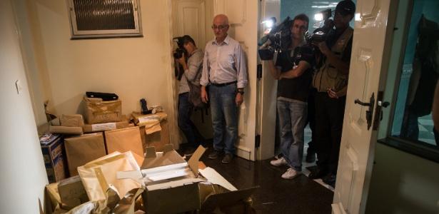Diretor do Instituto Lula mostra sala arrombada durante operação da Lava Jato
