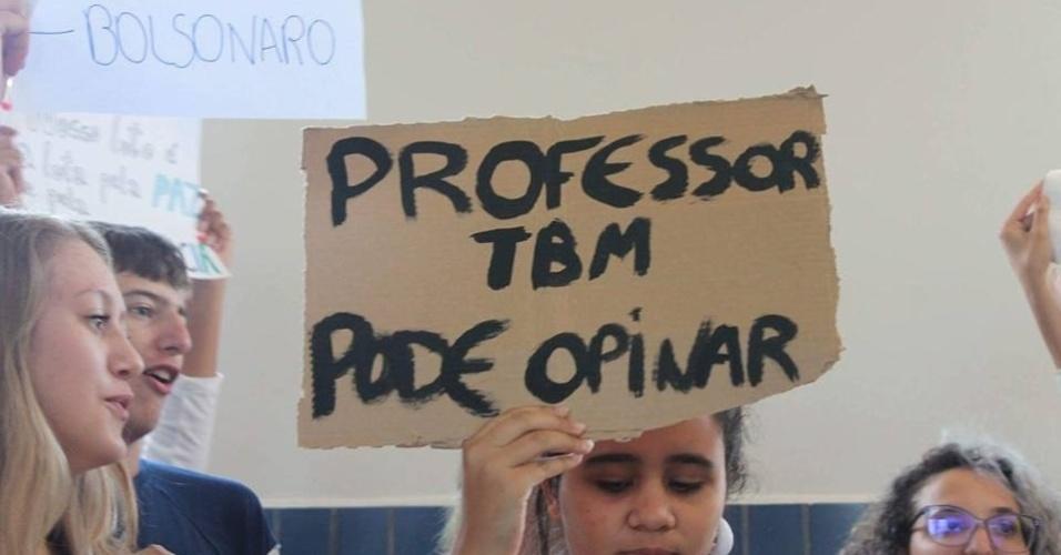 Questão sobre direito do professor opinar politicamente ganhou corpo em escola em Curitiba após docente se manifestar nas redes sociais