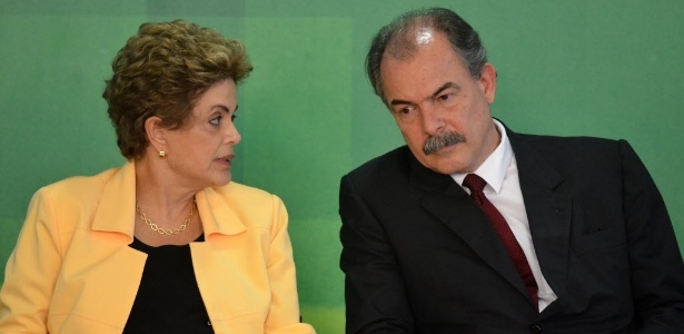 A ex-presidente Dilma Rousseff e o então ministro da Educação, Aloizio Mercadante