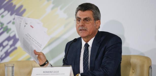 O ministro do Planejamento, Romero Jucá, durante entrevista à imprensa após o vazamento dos áudios