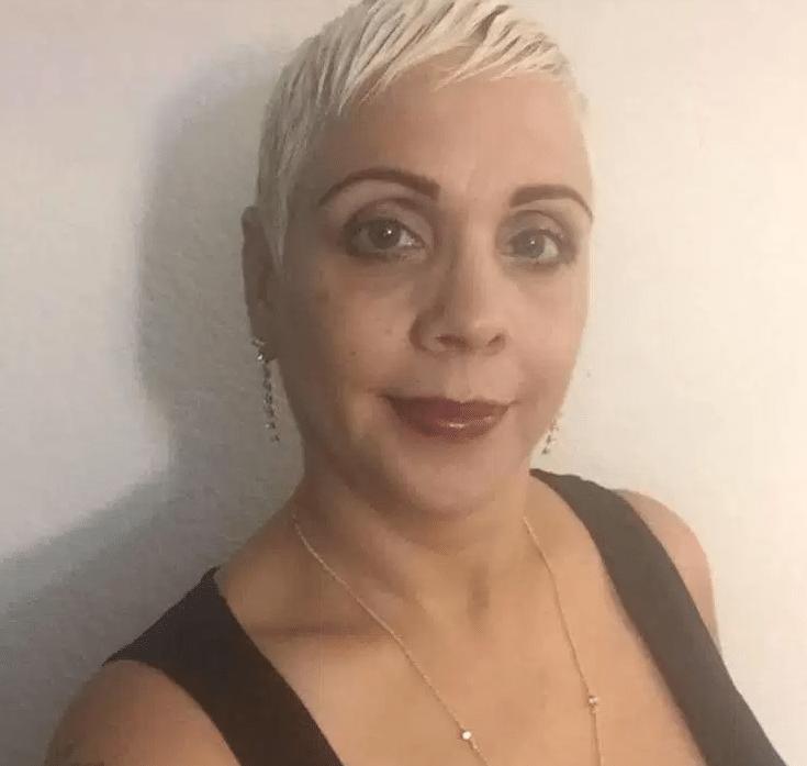Brenda Lee Marquez McCool, 49, era de Nova York, nos Estados Unidos. Ela estava na boate Pulse, em Orlando, com seu filho e sua sobrinha, que conseguiram sobreviver. Brenda havia postado em um vídeo no local em sua rede social duas horas antes do atentado