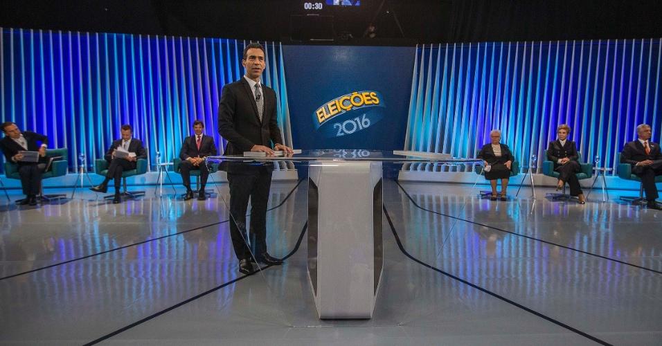 29.set.2016 - O jornalista Cesar Tralli é o mediado do debate entre os candidatos à Prefeitura de São Paulo promovido pela TV Globo, nos estúdios da emissora na zona sul de São Paulo