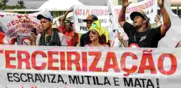 Trabalhadores se manifestam contra a terceirização diante do Congresso, em Brasília - Lúcio Bernardo Jr./Câmara dos Deputados