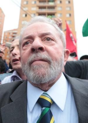 Lula foi saudado por manifestantes na chegada a fórum - Alex Silva/Estadão Conteúdo