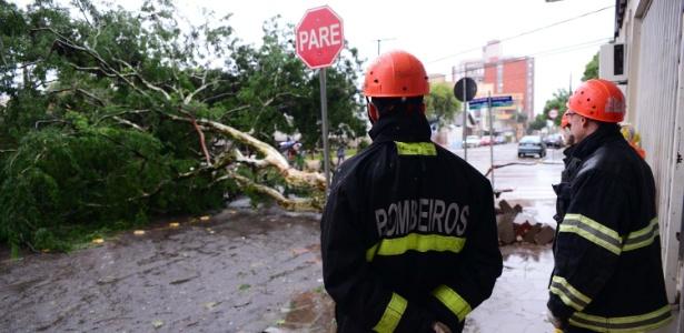 Chuva e vento forte causaram transtornos na cidade de Passo Fundo (RS) - DIOGO ZANATTA/FUTURA PRESS/FUTURA PRESS/ESTADÃO CONTEÚDO