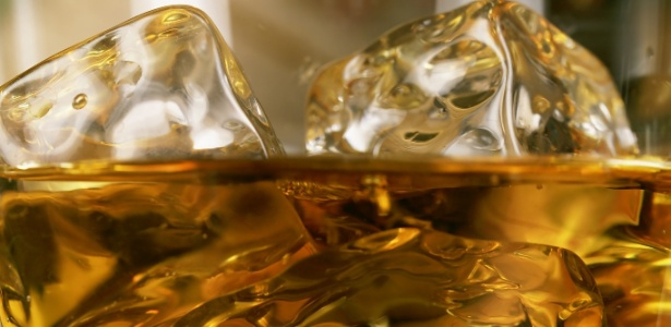 Um pouco de gelo no seu copo de uísque pode melhorar seu sabor - IStock