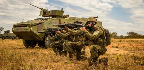 Militares participam de treinamento em Formosa, Goiás, em outubro de 2017