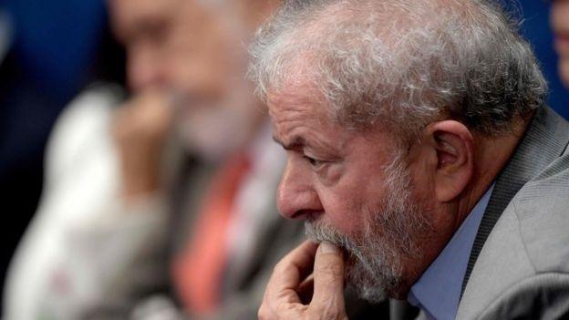 Defesa de Lula defende que ele se apresente à PF
