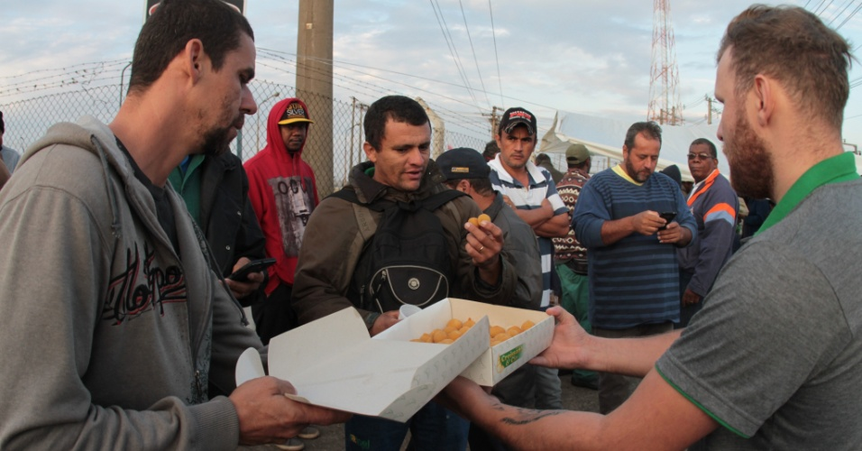 A empresa Croissant & Cia levou mais de 5 mil salgados a caminhoneiros que estão em frente a Refinaria de Paulínia (Replan), em Paulínia (SP)