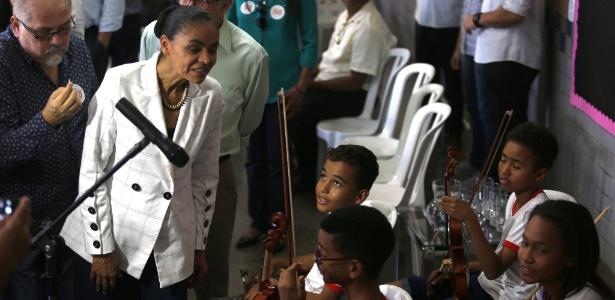 Marina Silva visita crianças em escola de Brasília