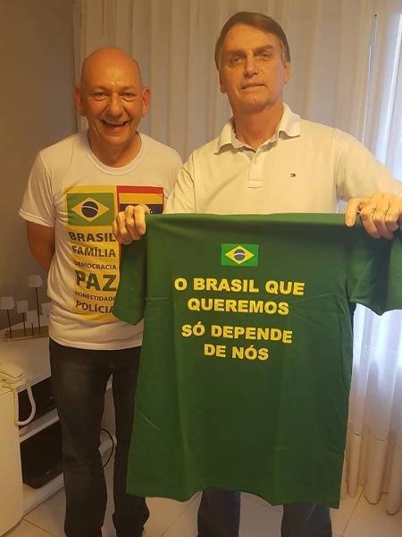 10.out.2018 - Jair Bolsonaro (PSL), à direita, ao lado do empresário e dono da Havan, Luciano Hang - Reprodução/Facebook