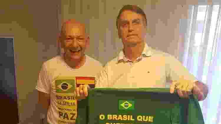 10.out.2018 - Jair Bolsonaro (PSL), à direita, ao lado do empresário e dono da Havan, Luciano Hang - Reprodução/Facebook - Reprodução/Facebook