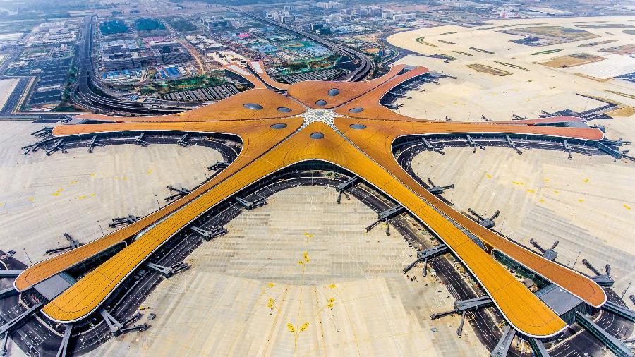 O futurista aeroporto internacional de Pequim Daxing tem o maior terminal de passageiros do mundo - AFP
