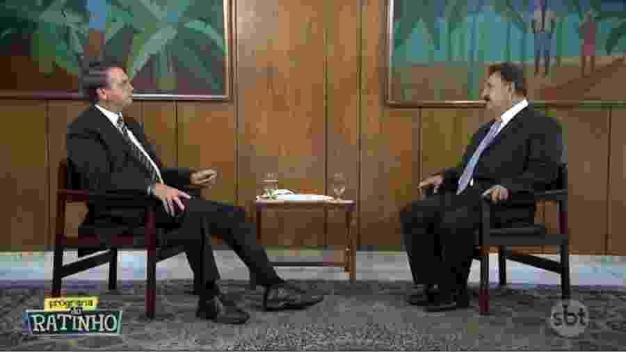 Frame da conversa que Bolsonaro manteve com Ratinho, apresentador do SBT, que foi ao na sexta-feira. Presidente afirmou uma coleção de coisas assombrosas e não apontou uma única alternativa às medidas implementadas por governadores. E a maioria delas está correta - Reprodução/Youtube