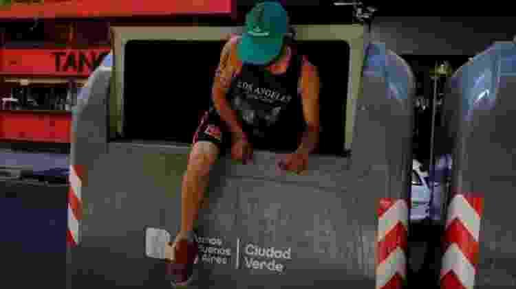 Homem em Lixo - SPENCER PLATT/GETTY IMAGES - SPENCER PLATT/GETTY IMAGES