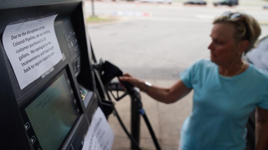 Em 11 de maio, na Georgia, abastecimento de gasolina estava limitado a uma determinada quantidade por cliente - Elijah Nouvelage / AFP