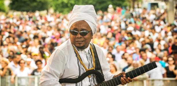 20.nov.2015 - Músico Chico César se apresenta no Vale do Anhangabaú, em São Paulo, em show pelo Dia da Consciência Negra - Eduardo Knapp/Folhapress