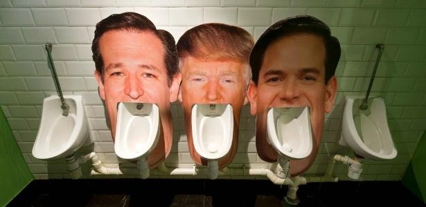 Um bar em Londres, na Inglaterra, satiriza os candidatos à Presidência dos Estados Unidos e coloca a cara de Ted Cruz, Donald Trump e Marco Rubio nos mictórios