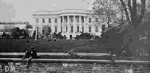 Imagem com data desconhecida mostra parte do muro construído em torno da Casa Branca em 1861, na administração Thomas Jefferson  - Matthew Brady/National Archives via The New York Times - Matthew Brady/National Archives via The New York Times