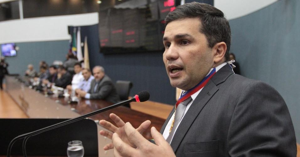 2.jan.2017 - O secretário de Segurança Pública do Amazonas, Sérgio Fontes, afirma que a PM não entrou no Compaj (Complexo Penitenciário Anísio Jobim) durante a rebelião que terminou com 55 presos mortos, no último final de semana, para evitar um