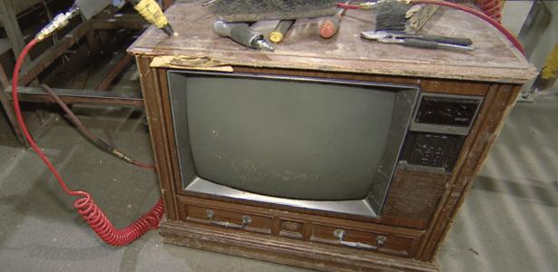 Televisão onde foi encontrado o dinheiro