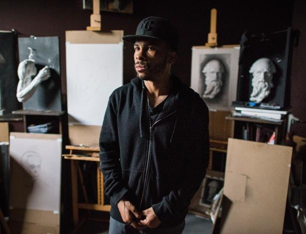George Morton em seu estúdio na Academia de Belas Artes de Florença dos Estados Unidos, em Jersey City
