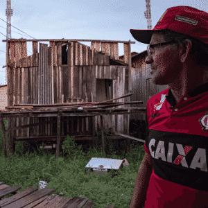 Carlos Alves Moraes, indígena da etnia Xipaia e morador do bairro Jardim Independente I, diz ter ficado 17 dias com os pés embaixo d?água dentro de sua própria casa - Iuri Barcelos/Agência Pública