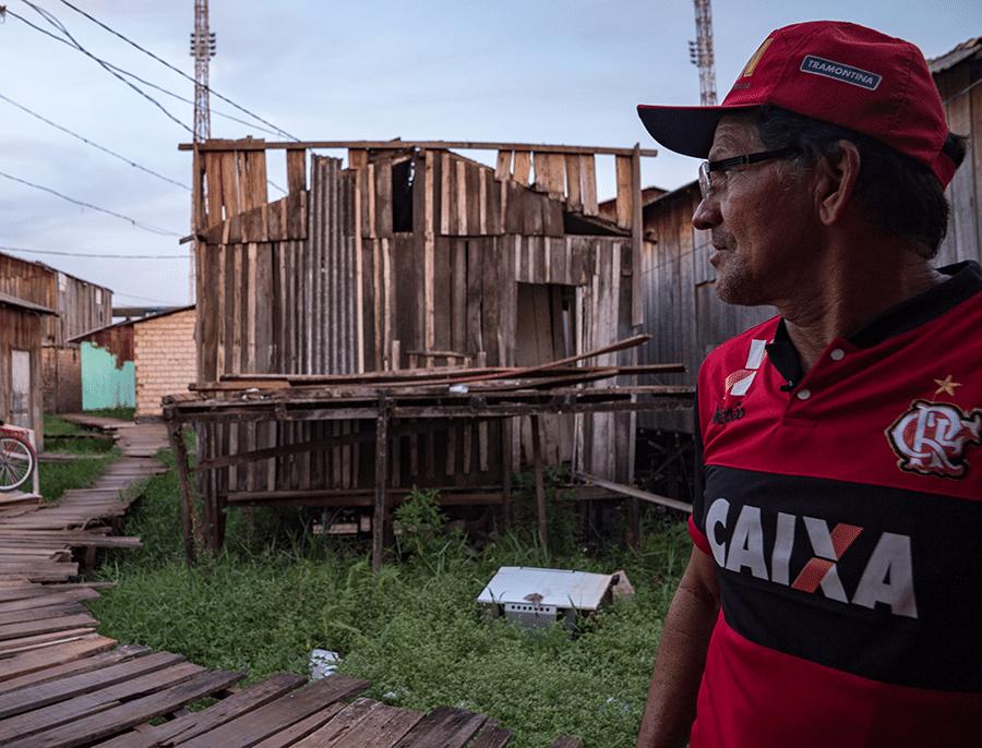 Carlos Alves Moraes, indígena da etnia Xipaia e morador do bairro Jardim Independente I, diz ter ficado 17 dias com os pés embaixo d?água dentro de sua própria casa