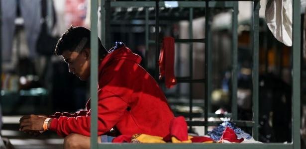 Venezuelano em instalação provisória em Boa Vista, Roraima. Mais de 470 imigrantes foram levados para outras cidades do país, em programa de interiorização - Marcelo Camargo / Agência Brasil
