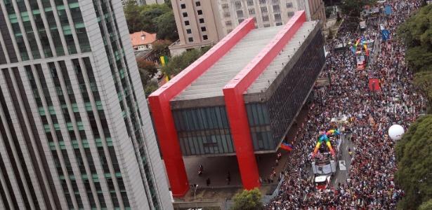 3.jun.2018 - O público da 22ª Parada LGBT em São Paulo toma conta da Avenida Paulista