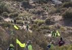 Sob um calor de 38 ºC, voluntários procuram corpos de imigrantes ilegais no deserto da Califórnia - Victor J. Blue/The New York Times