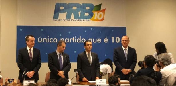 Celso Russomanno (PRB-SP), Eduardo Lopes (PRB-RJ), Marcos Pereira (PRB-SP) e Geraldo Alckmin (PSDB-SP) participaram de convenção nacional do PRB que oficializou o apoio do partido à candidatura do tucano ao Palácio do Planalto