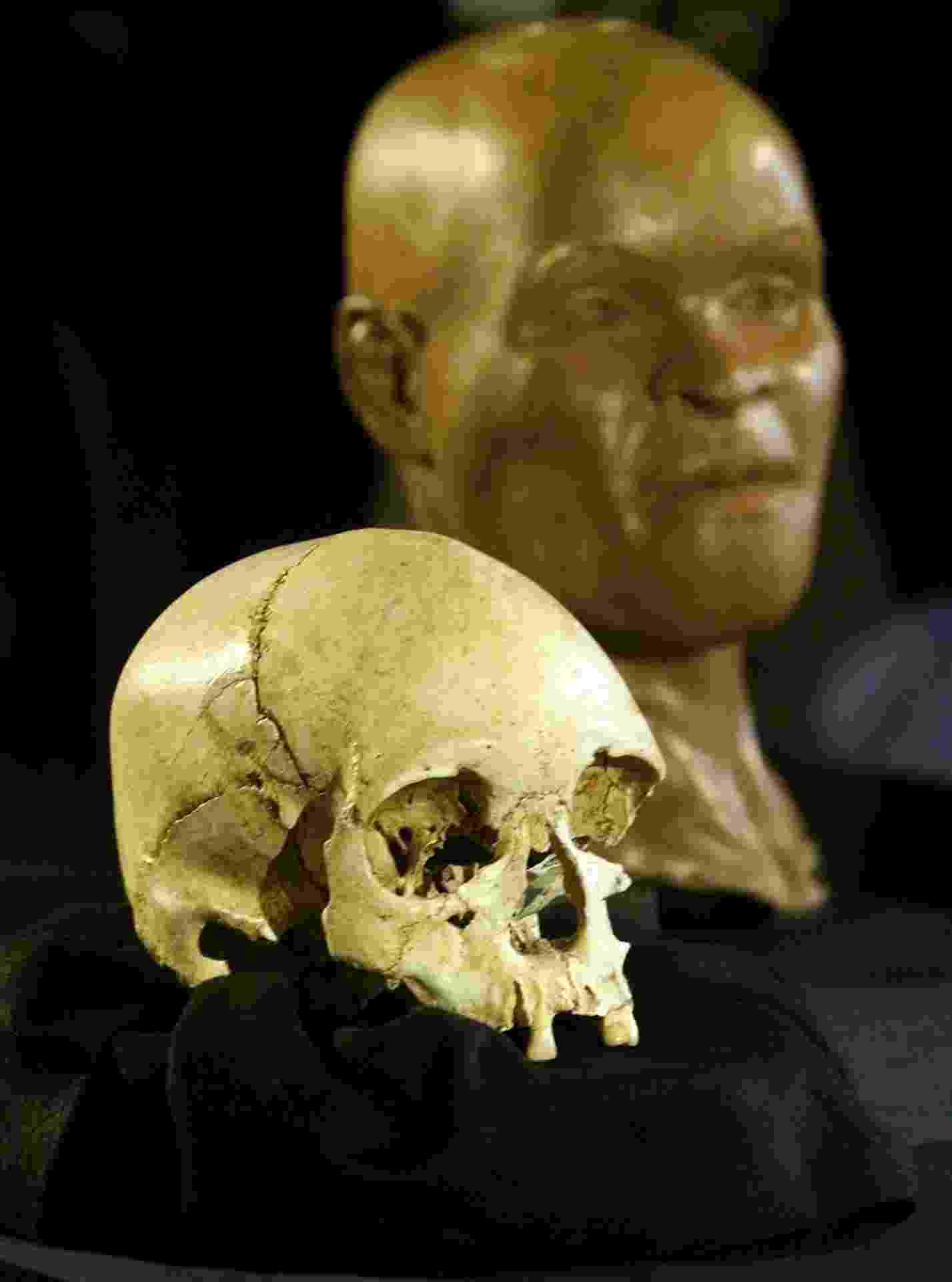 Reconstituição do rosto de Luzia, feita a partir do fóssil considerado o mais antigo de um ser humano nas Américas, apresentada no Museu Nacional, no Rio - Gregg Newton/Reuters