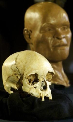 Reconstituição do rosto de Luzia, feita a partir do fóssil considerado o mais antigo de um ser humano nas Américas, apresentada no Museu Nacional, no Rio