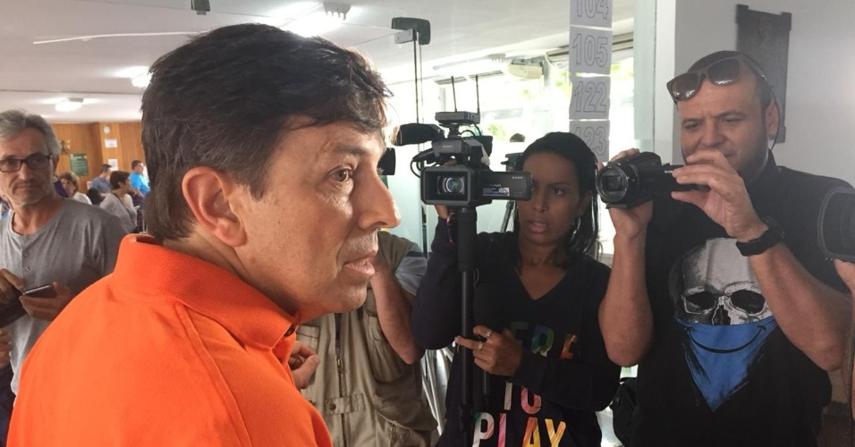 João Amoedo (Novo) vota em zona eleitoral no Leblon, zona sul do Rio de Janeiro. O candidato estava acompanhado de uma de suas duas filhas