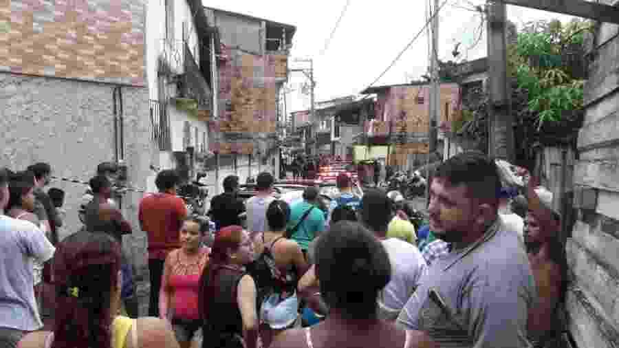 Moradores do bairro Guamá, em Belém, veem movimentação da polícia após chacina em bar deixar 11 mortos e 1 ferido neste domingo (19) - Reprodução/Redes Sociais