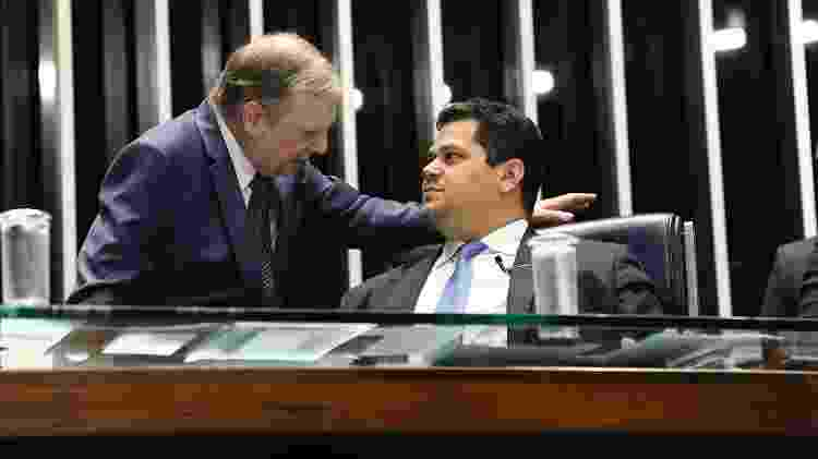 O senador Tasso Jereissati (PSDB-CE) conversa com o presidente do Senado, Davi Alcolumbre (DEM-AP) - Roque de Sá/Agência Senado - Roque de Sá/Agência Senado