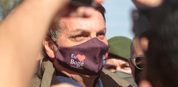 Presidente no Sul | Bolsonaro mostra cloroquina a apoiadores no RS e causa aglomeração