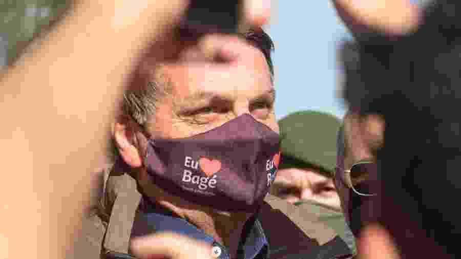 Presidente foi recebido por dezenas de apoiadores na chegada a Bagé (RS) - Tiago Rolim de Moura/Estadão Conteúdo