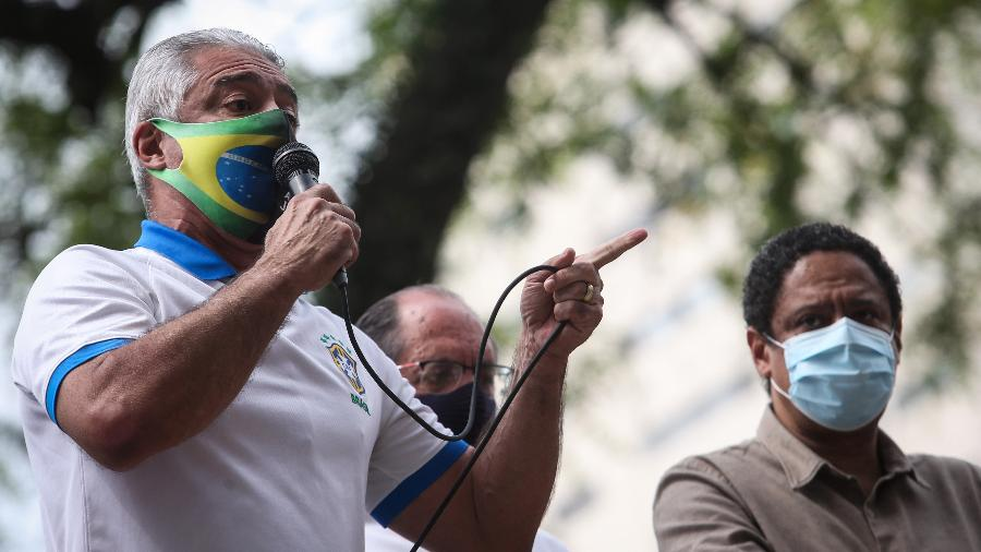 O senador Major Olímpio (PSL-SP) durante manifestação - FELIPE RAU/ESTADÃO CONTEÚDO