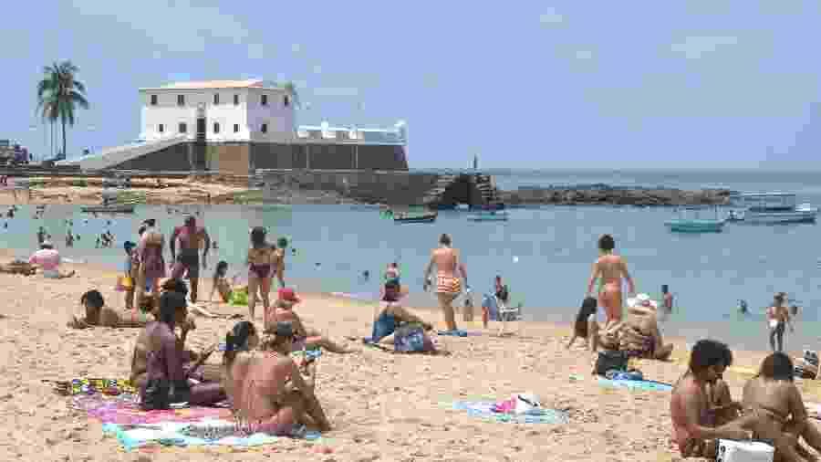 17.nov.2020 - Movimentação no Porto da Barra em Salvador, no 1º dia de liberação das praias - ROMILDO DE JESUS/FUTURA PRESS/FUTURA PRESS/ESTADÃO CONTEÚDO