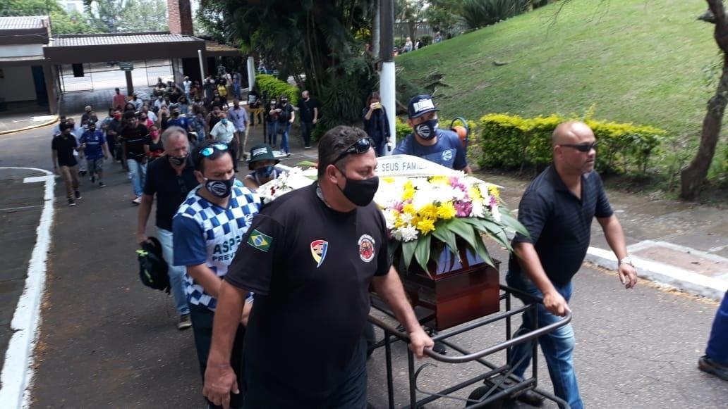 Fotos: João Alberto Silveira Freitas recebe homenagens em enterro, em Porto Alegre - 21/11/2020 - UOL Notícias