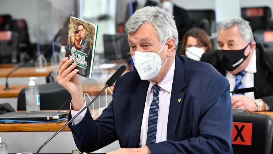 30.jun.2021 - O senador Luis Carlos Heinze (PP-RS), durante depoimento de Carlos Wizard à CPI da Covid - Waldemir Barreto/Agência Senado