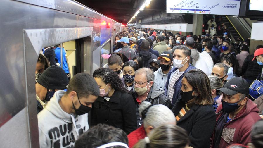 Movimentação na estação São Bento da linha 1-Azul do Metrô,no centro de São Paulo (SP) - WILLIAN MOREIRA/FUTURA PRESS/FUTURA PRESS/ESTADÃO CONTEÚDO